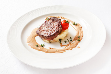 steak with mashed potatoes Imagens - 42058985