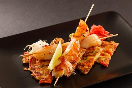 comida japonesa: Vieira ensartado japon�s con verduras