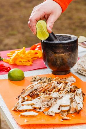 cruda: chicken for tortilla