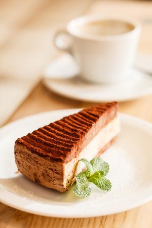 rebanada de pastel: pastel de chocolate