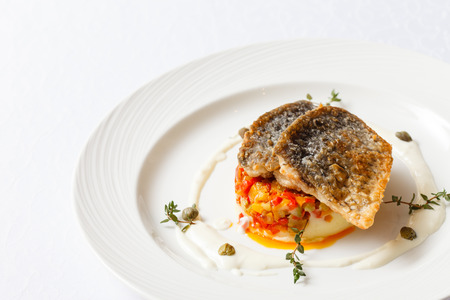 pure de papa: fried carp with mashed potatoes Foto de archivo