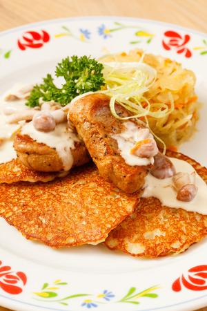 meat sauce: potato pancakes with meat sauce