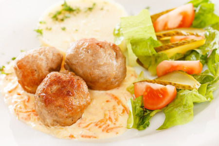 mashed potatoes: meat balls with mashed potatoes and vegetables Stock Photo
