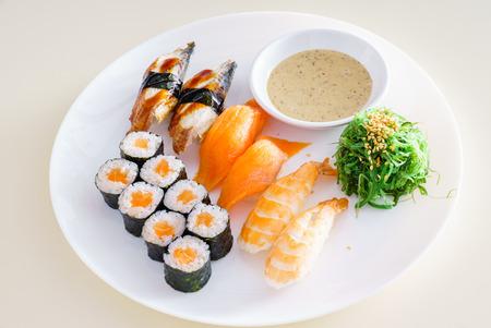 comida japonesa: conjunto de sushi