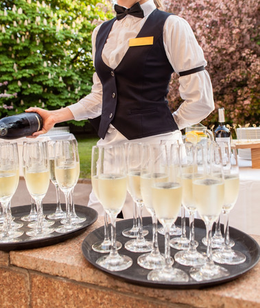 catering: champagne glasses