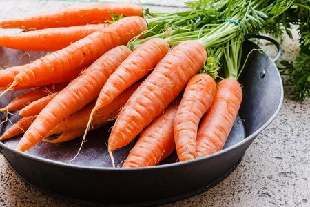 carrot: zanahorias frescas  Foto de archivo