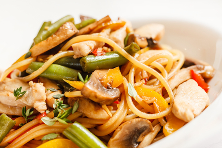 yi mein: noodles with chicken