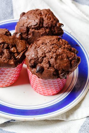 magdalenas: muffins de chocolate  Foto de archivo