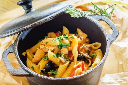 chinesisch essen: Nudeln mit Meeresfrüchten