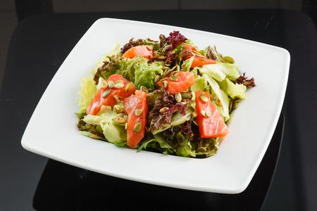 ensalada tomate: Ensalada de salmón