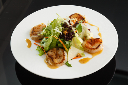 crusted: salad with scallops