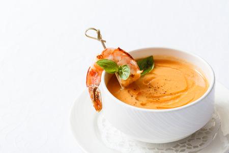 camaron: sopa de tomate con camarones