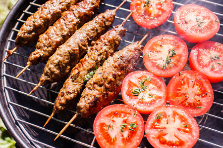 pinchos morunos: parrilla kebabs Foto de archivo