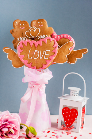 ginger bread man: cookies for Valentines day