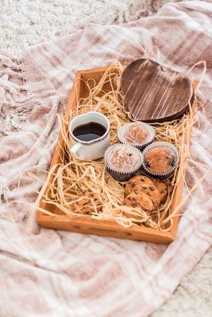 wooden bed: romantic breakfast