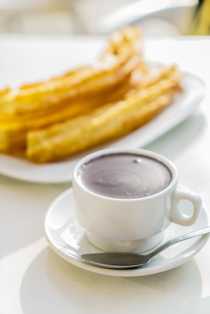 churros: churros con chocolate