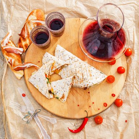 cruda: tortilla with wine