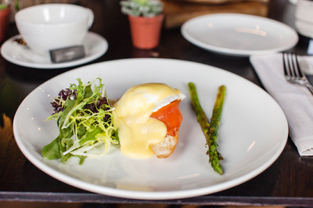poached: Green asparagus with poached egg