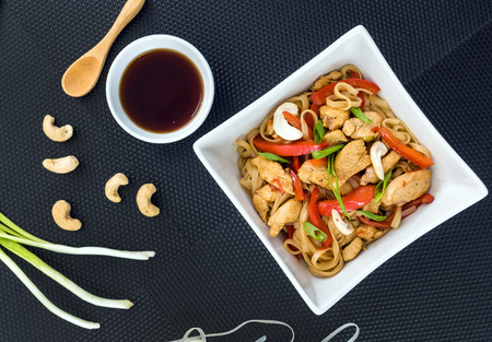 yi mein: noodle with chicken