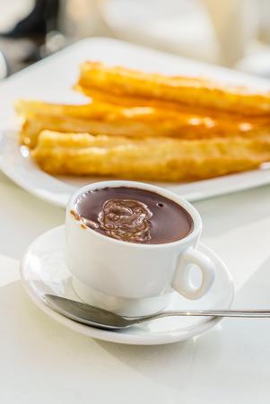 con: churros con chocolate