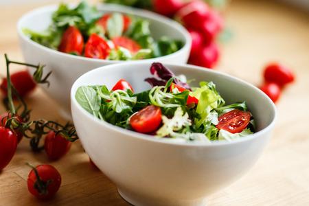 ensalada tomate: Ensalada con tomate Foto de archivo