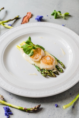 healthiness: Freshly sauteed scallops with green asparagus