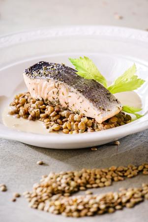 lentejas: filete de salmón con lentejas