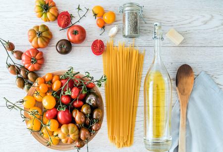 pasta with tomatoes Standard-Bild - 128518911