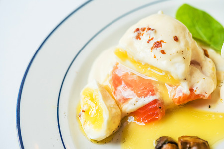 poached egg with salmon 版權商用圖片