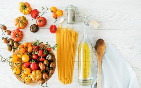 pasta with tomatoes Standard-Bild - 128519231
