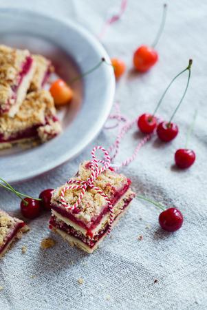 cherry crumble cake slices