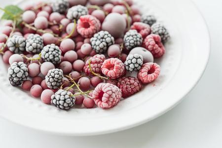 alimentos congelados: bayas congelados  Foto de archivo