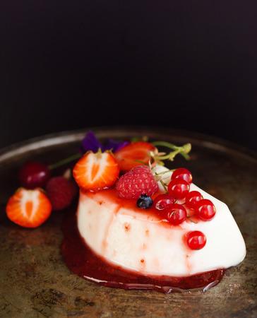panna: panna cotta with berries