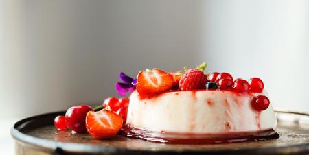 cotta: panna cotta with berries