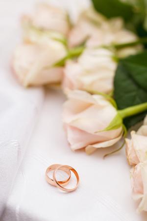 roses and rings 版權商用圖片