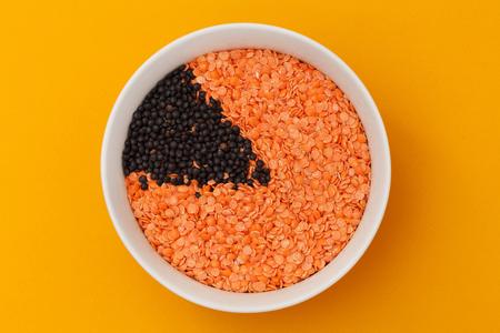lentille orange et noire