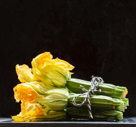 verse courgettebloemen Stockfoto