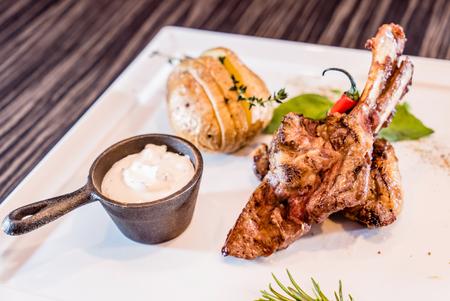 lamb shank: lamb shank and roasted potato Stock Photo