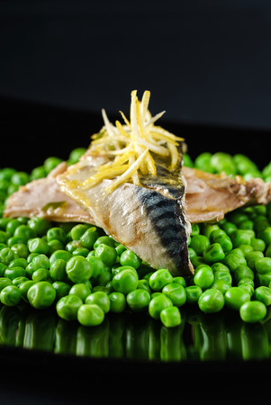 mackerel with green peas