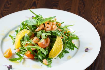 fresh salad with shrimps Imagens