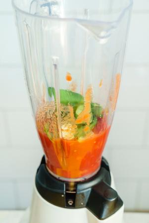 blender: tomato sauce
