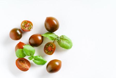 チェリー トマトとバジル 写真素材 - 80878639