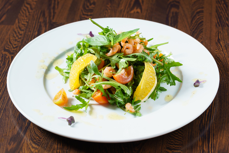 fresh salad with shrimps Imagens - 80878725