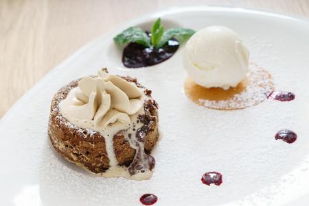 Gâteau à la crème glacée Banque d'images - 80939190