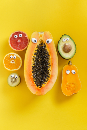 Lustige Früchte und Gemüse Standard-Bild - 81444264
