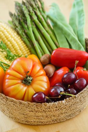 かごの中の新鮮な野菜 写真素材 - 81545310
