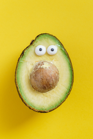 Lustige avocado Standard-Bild - 81584064