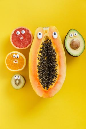 Lustige Früchte und Gemüse Standard-Bild - 81518482