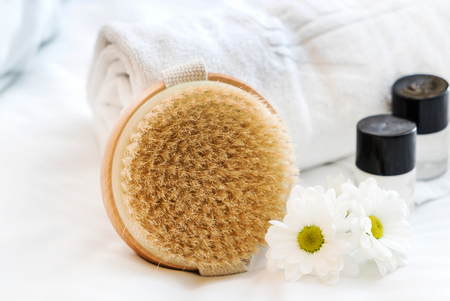 Spa- und Beauty-Bedrohungsprodukte mit weißem Tuch Standard-Bild - 81518073