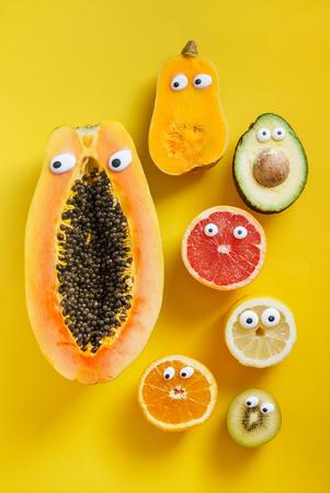 Lustige Früchte und Gemüse Standard-Bild - 81517644